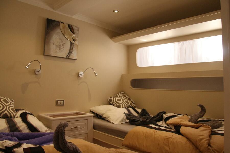 Customized yacht (SimSim)  - 14