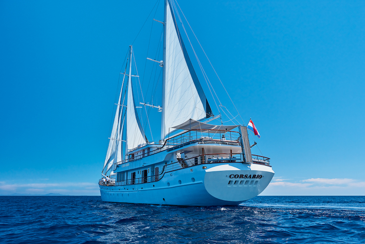 Small cruise ship (Corsario)  - 15