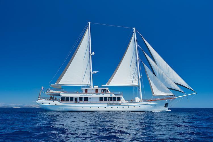 Small cruise ship (Corsario)  - 16