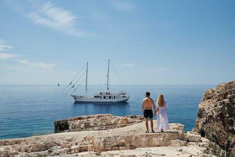 Small cruise ship (Corsario)  - 18