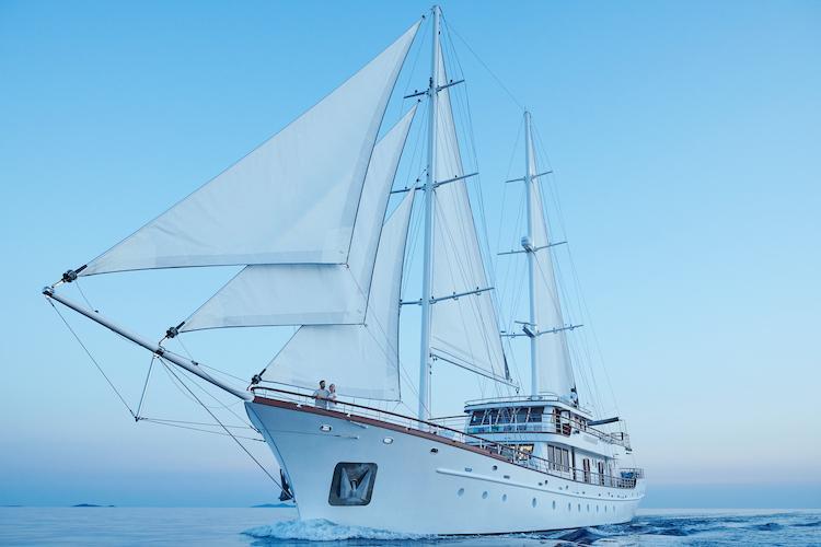 Small cruise ship (Corsario)  - 20