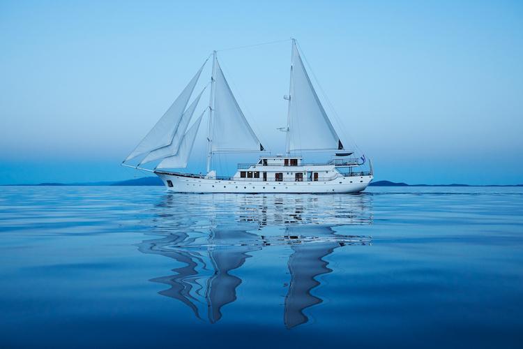 Small cruise ship (Corsario)  - 21