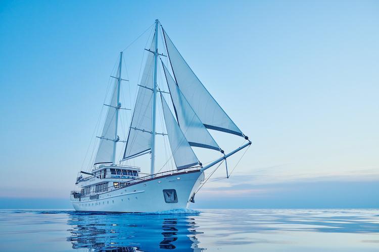 Small cruise ship (Corsario)  - 22