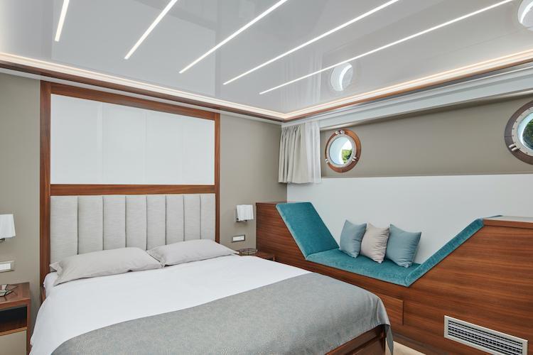 Small cruise ship (Corsario)  - 37
