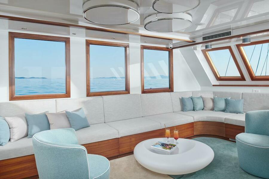 Small cruise ship (Corsario)  - 40