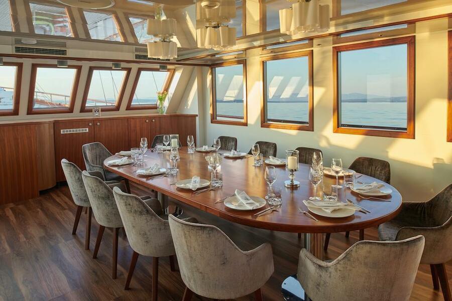 Small cruise ship (Corsario)  - 1