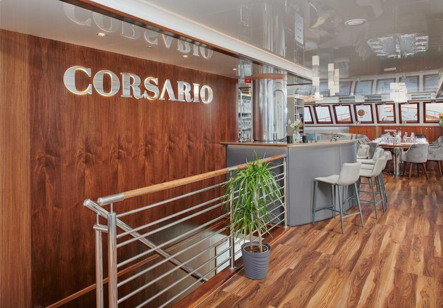 Small cruise ship (Corsario)  - 3