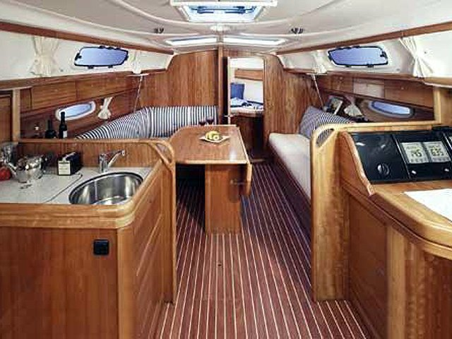 Bavaria Cruiser 33 (Bavaria Cruiser 33) Interior image - 1