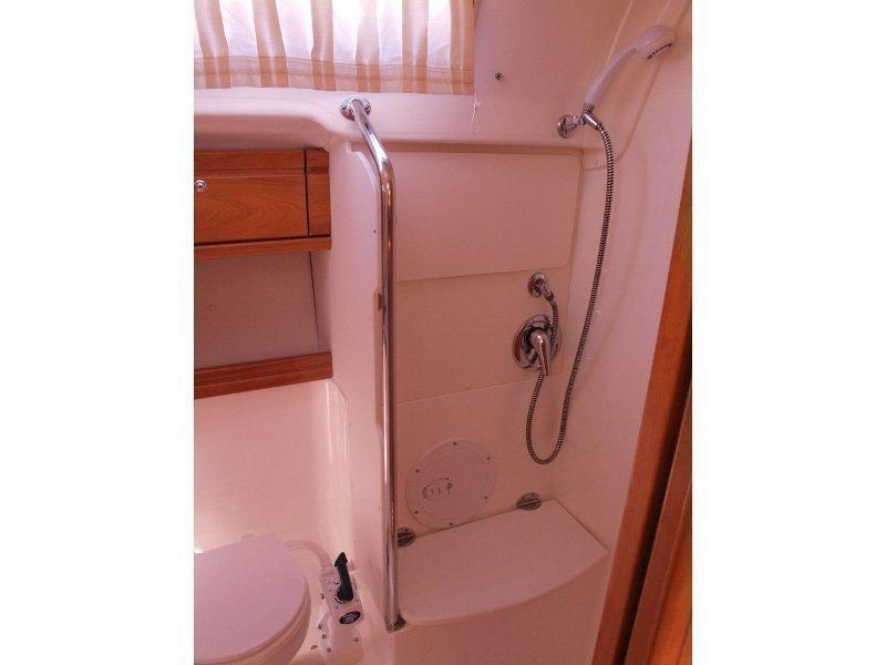 Bavaria 42 (Sea King) bathroom - 5