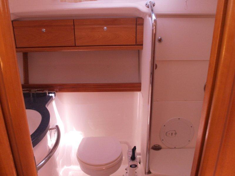 Bavaria 42 (Sea King) bathroom - 9