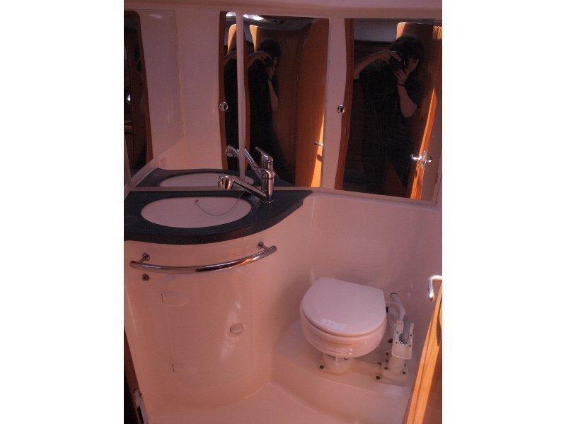 Bavaria 42 (Sea King) toilet - 1