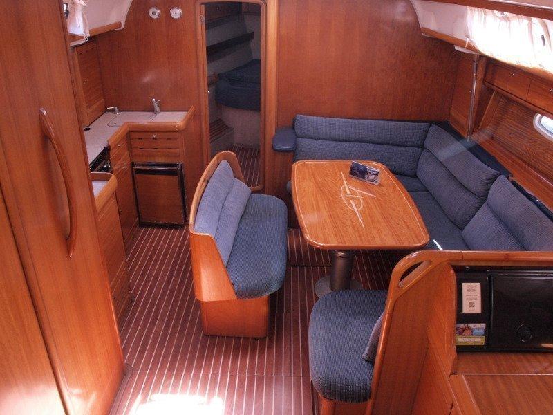 Bavaria 42 (Sea King) interior - 13