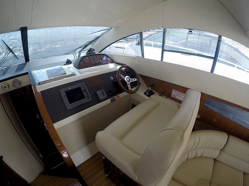 Fairline Phantom 40 (Fair Play (Jet ski - option with extra charge)) Helm - 2