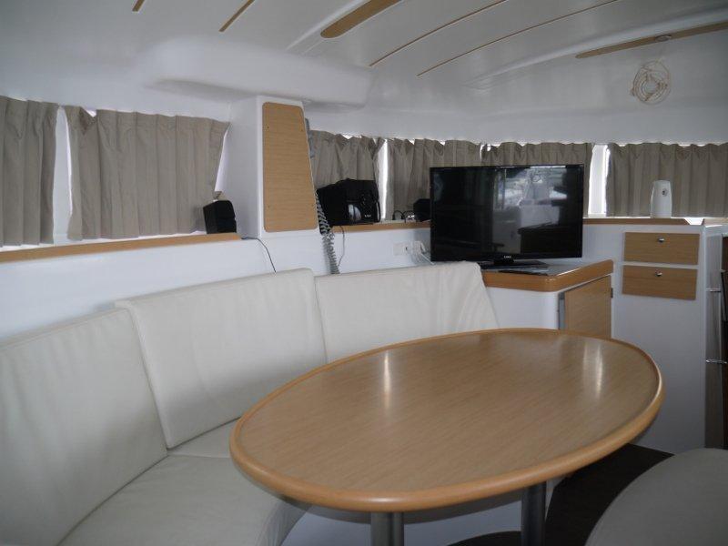 Lagoon 380 S2 (Beluga)  - 10