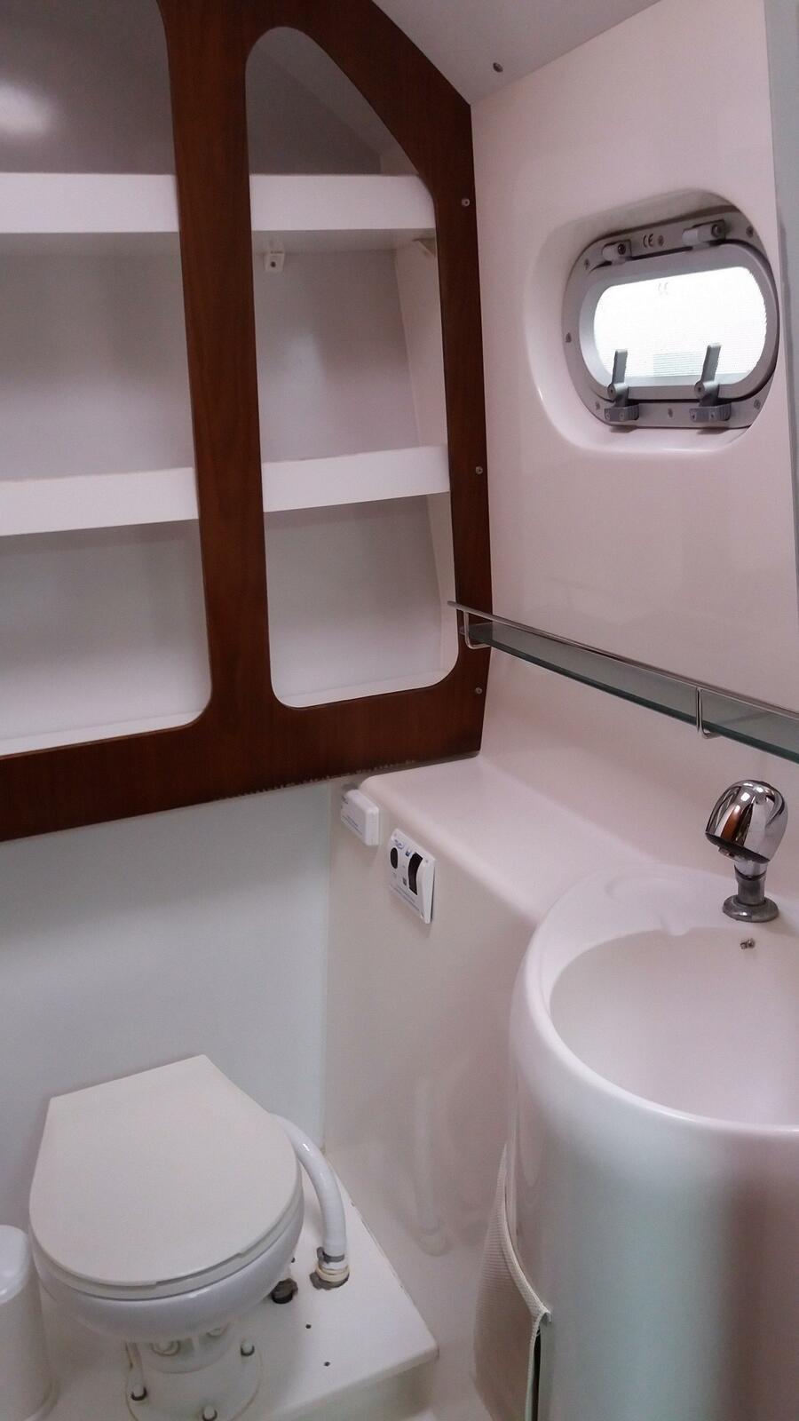 Bahia 46 (Alion - Refit 2018!!!) Bathroom - 3