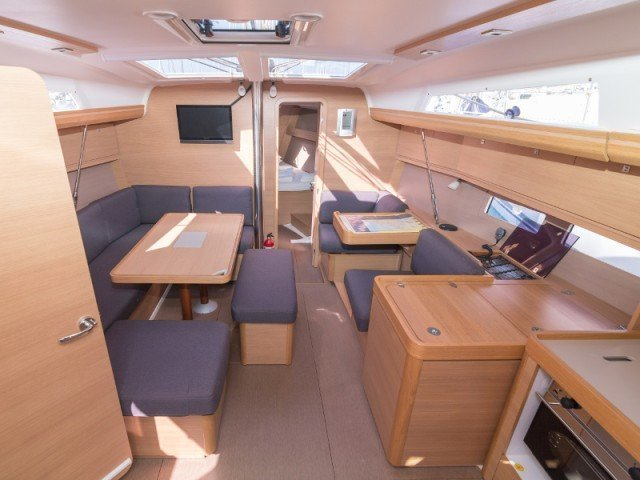 Dufour 410 Grand Large (MISTRAL new sails 2018) Interior image - 9
