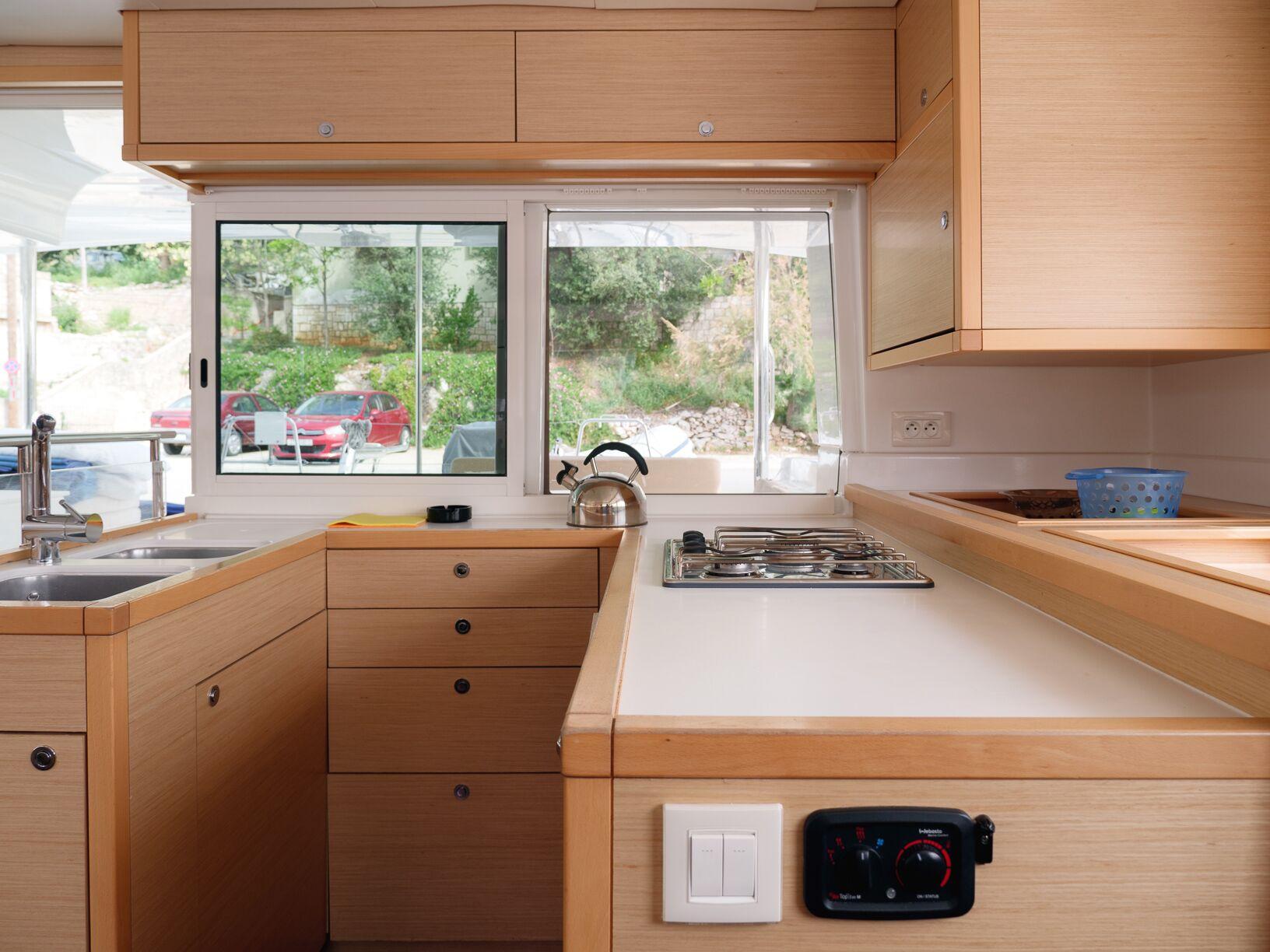 Lagoon 450 (MADAGASCAR) Interior - kitchen (photo taken 2019) - 10