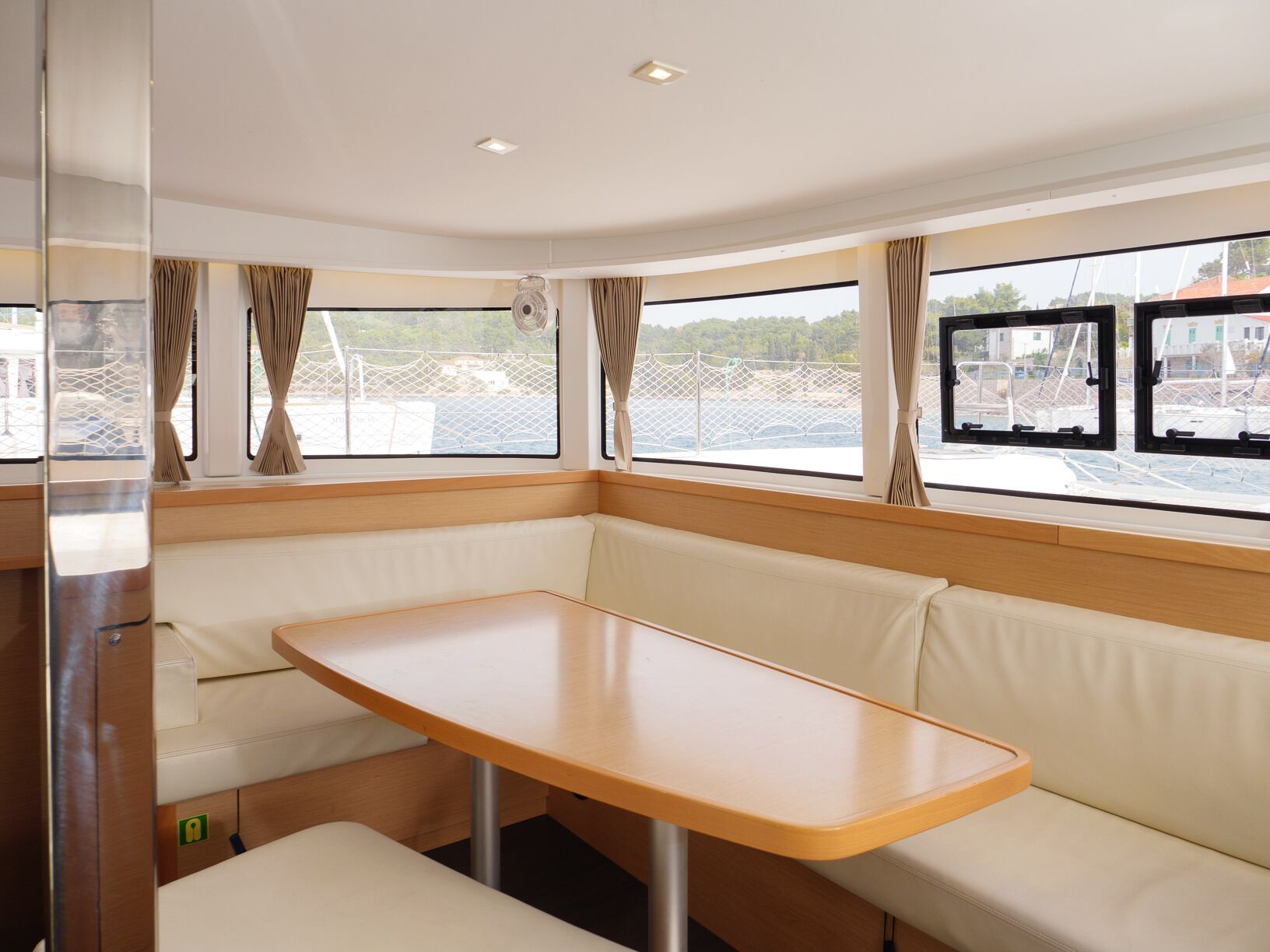 Lagoon 42 (GALAPAGOS) Interior - saloon (photo taken 2019) - 17