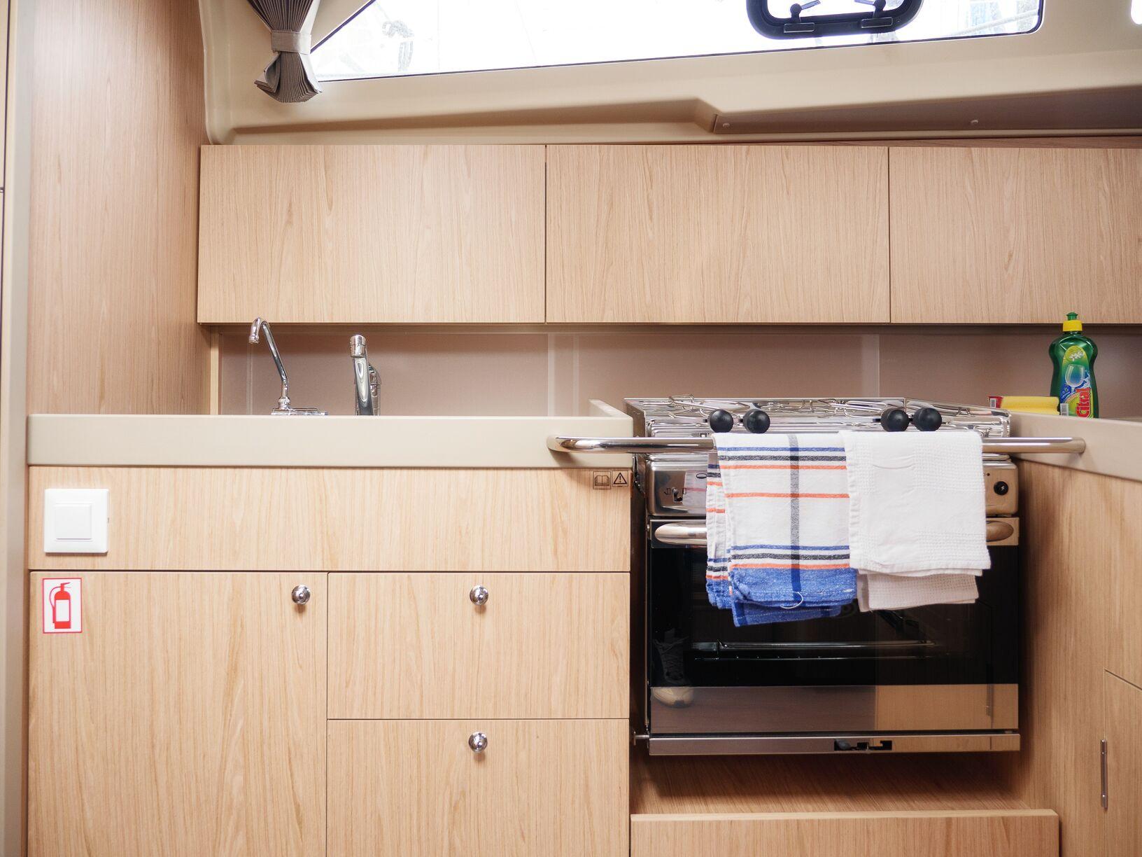 Oceanis 41.1 (GOA) Interior - kitchen (photo taken 2019) - 4