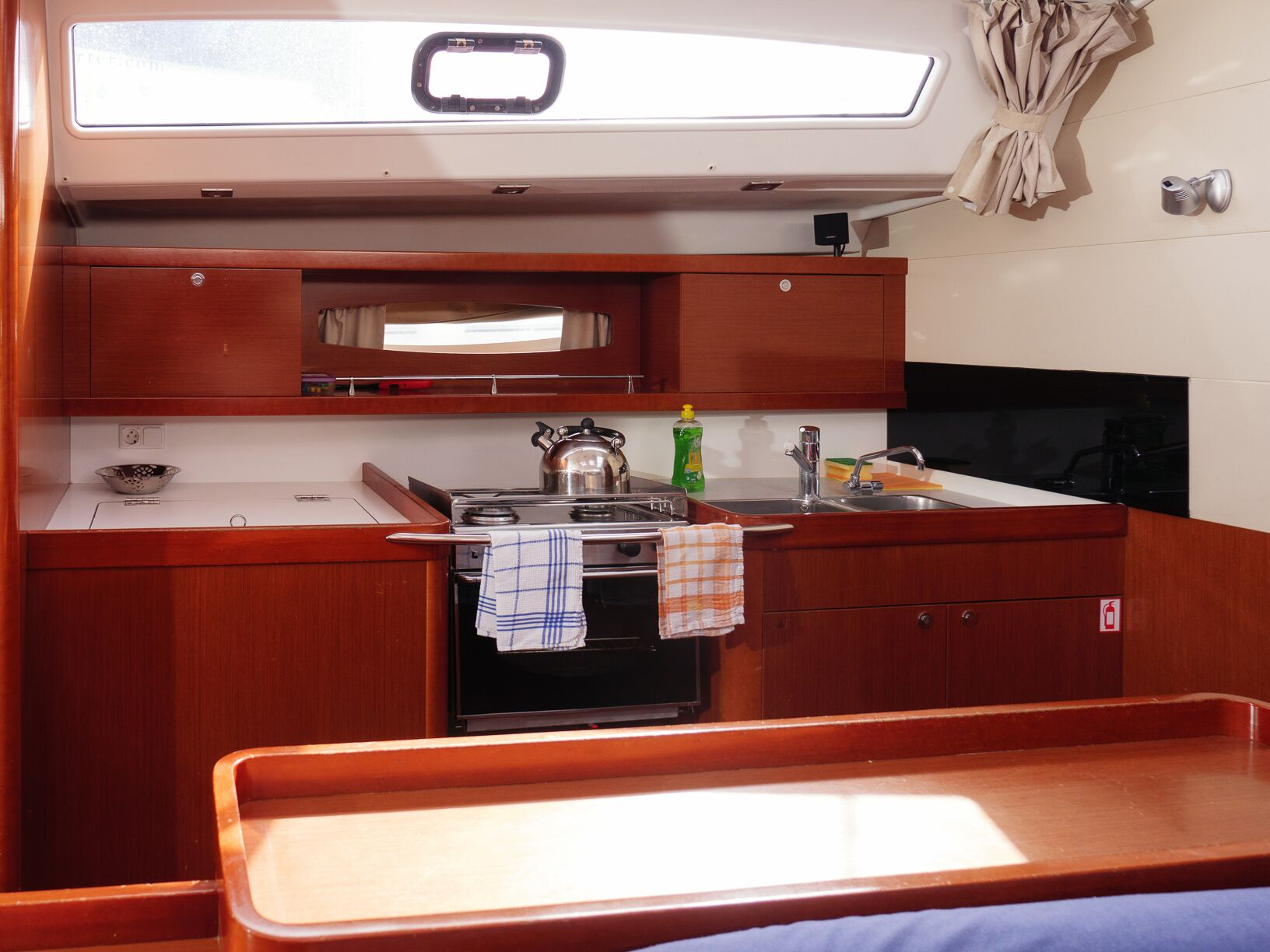 Oceanis 50 Family (Mississippi) Interior - kitchen (photo taken 2019) - 10