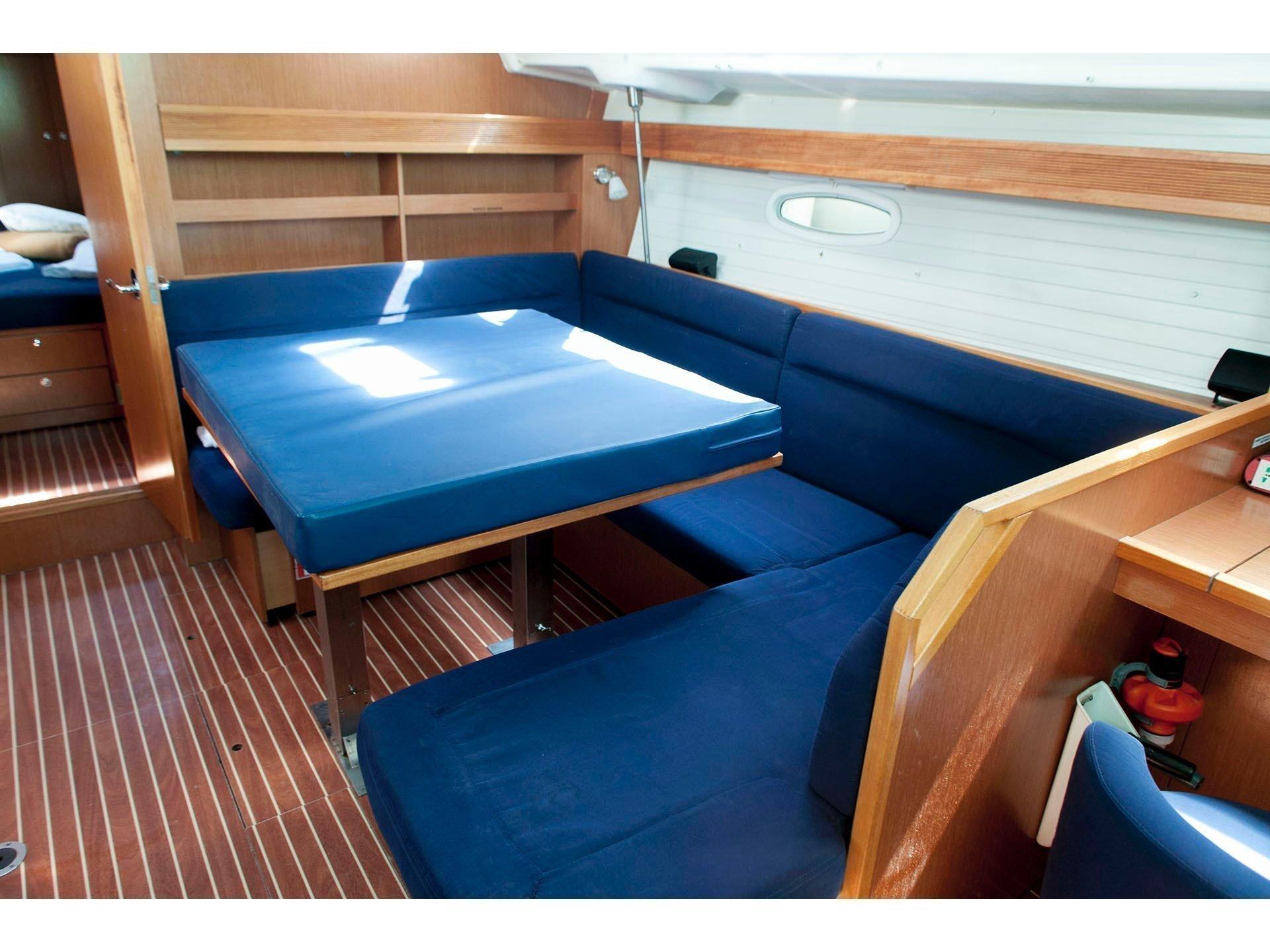 Bavaria 43 Cruiser (S/Y Constantina) Interior image - 1