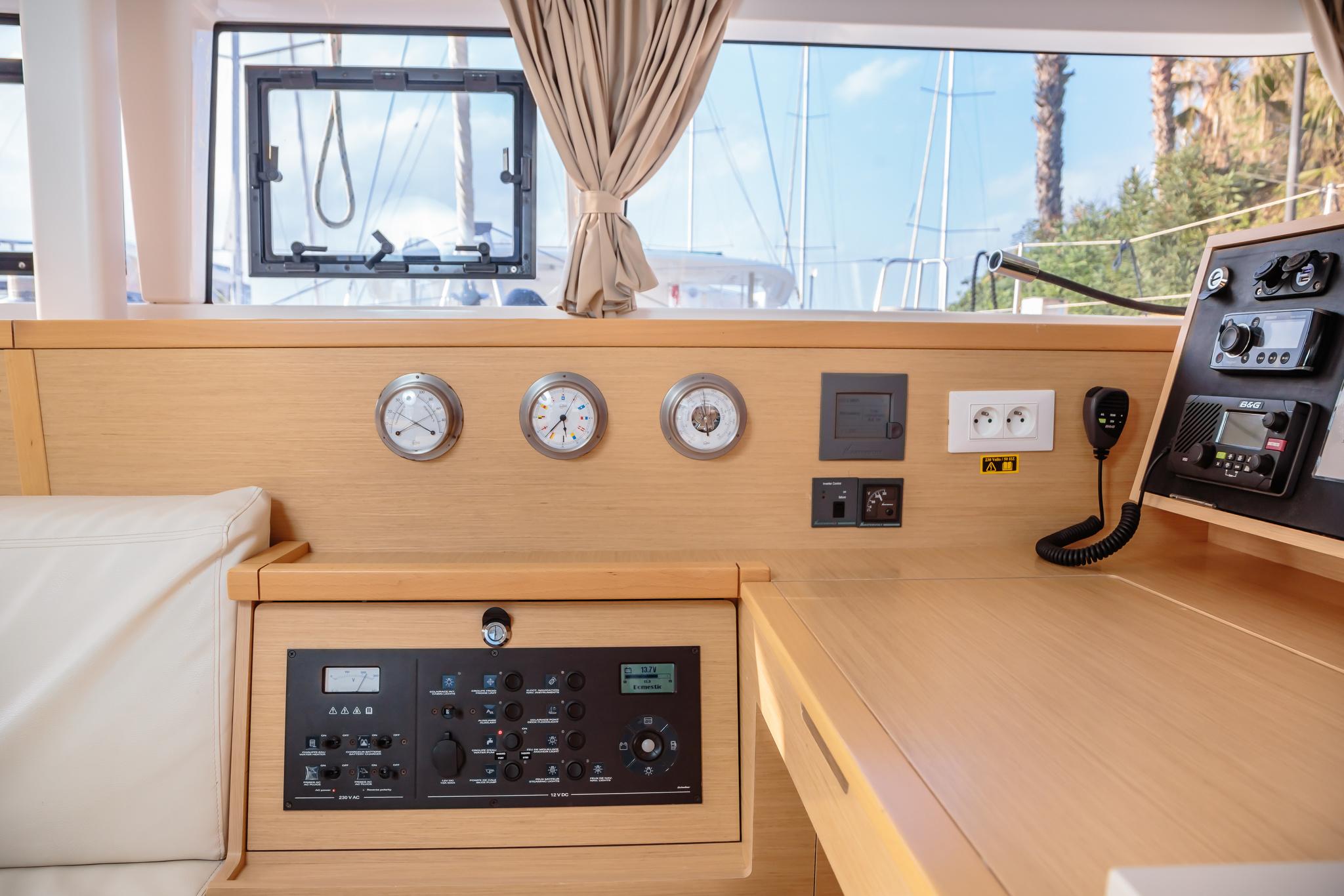 Lagoon 400 S2 (Auster) strumenti interni - 3