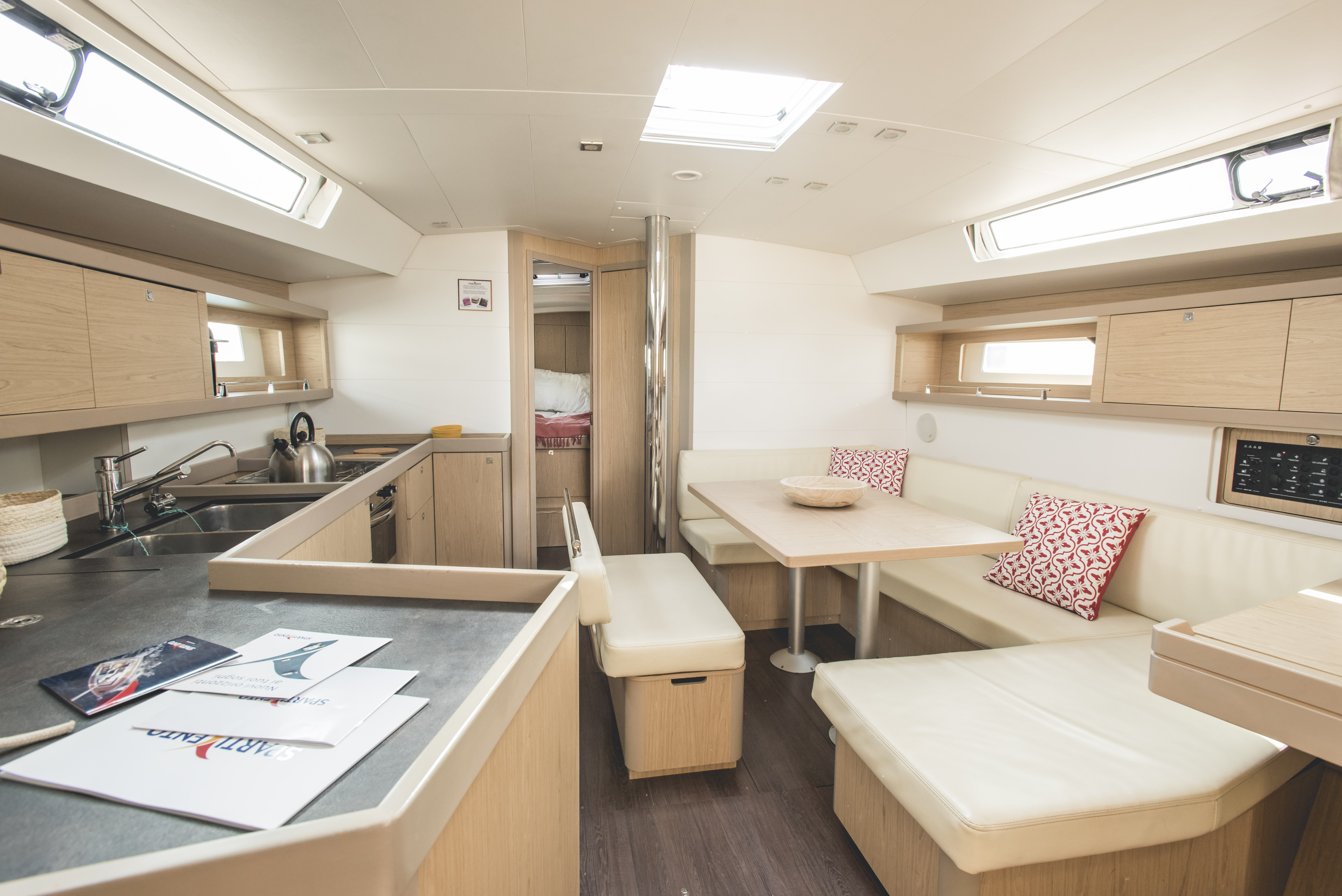 Oceanis 45 (Ayther) dinette - 12