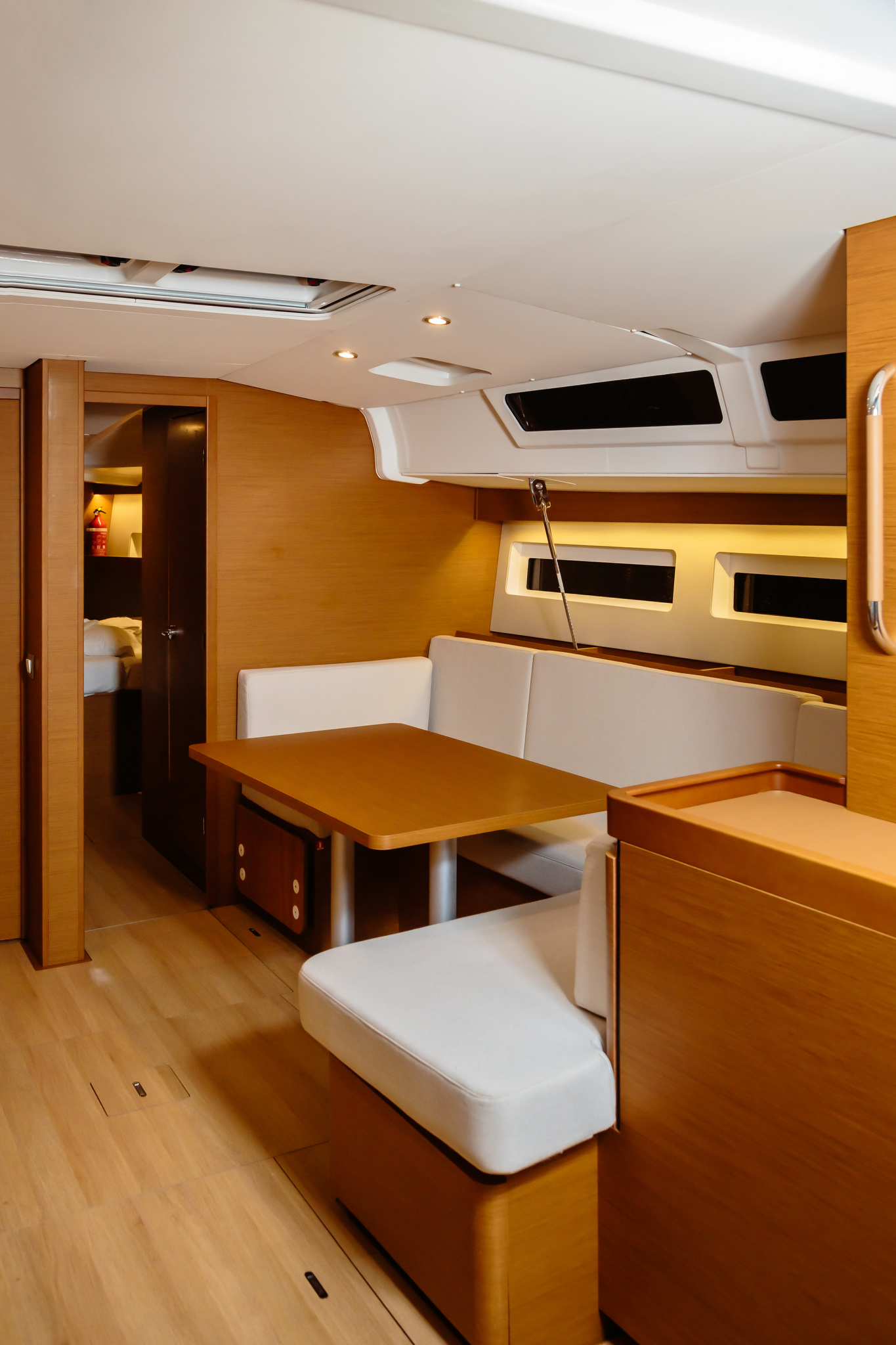 Sun Odyssey 490 (Chaos) dinette - 13