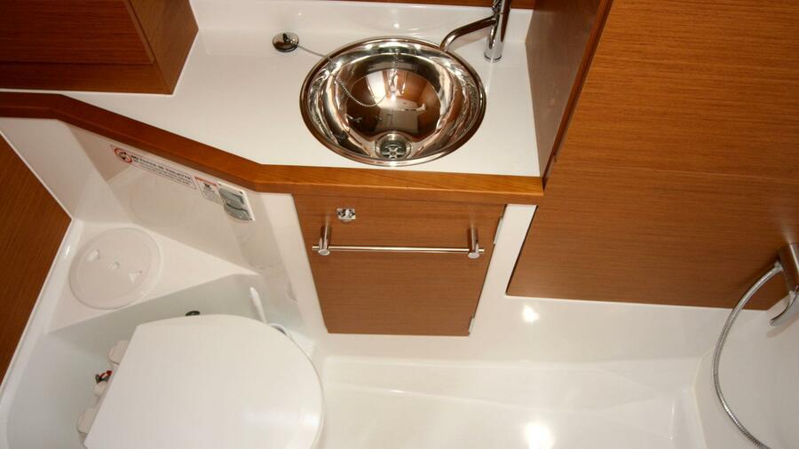 Sun Odyssey 389 (Tina) Toilette - 17