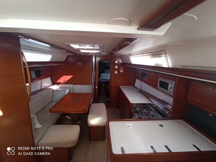 Dufour 405 Grand Large (Daphne) Interior image - 4