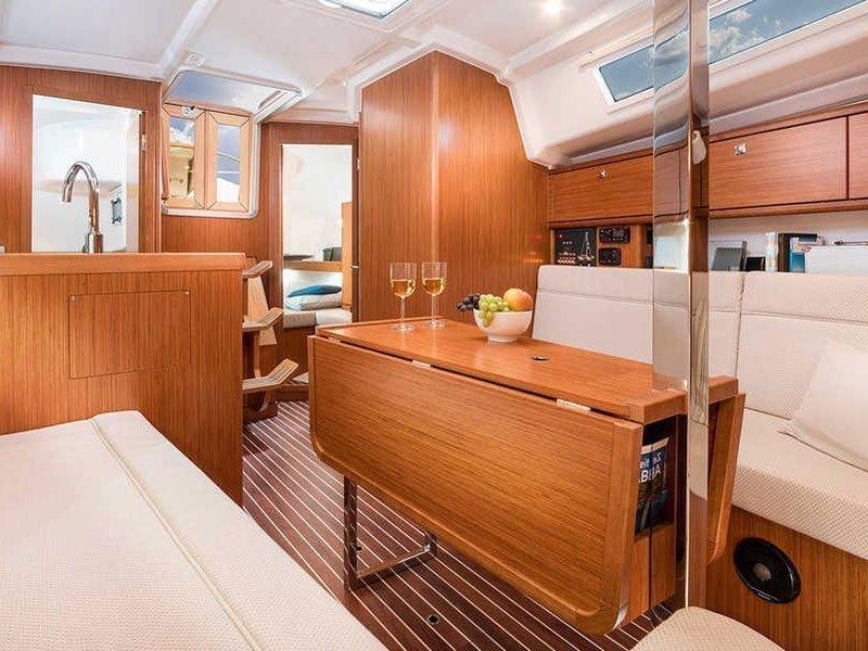 Bavaria Cruiser 34 (LADY ONE) Interior image - 3