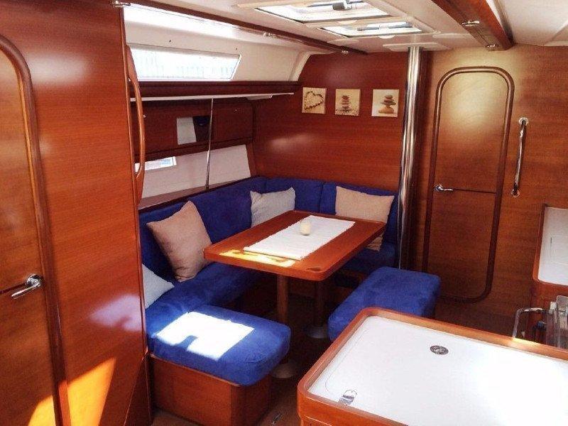 Dufour 405 (EC-  405-13-F) Interior image - 2