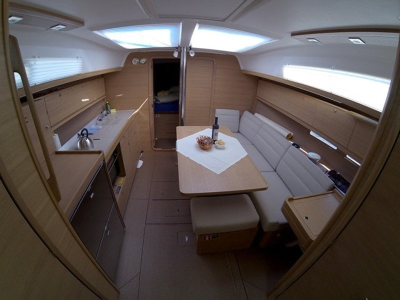 Dufour 382 (PRES- 383-17-CR) Interior image - 2
