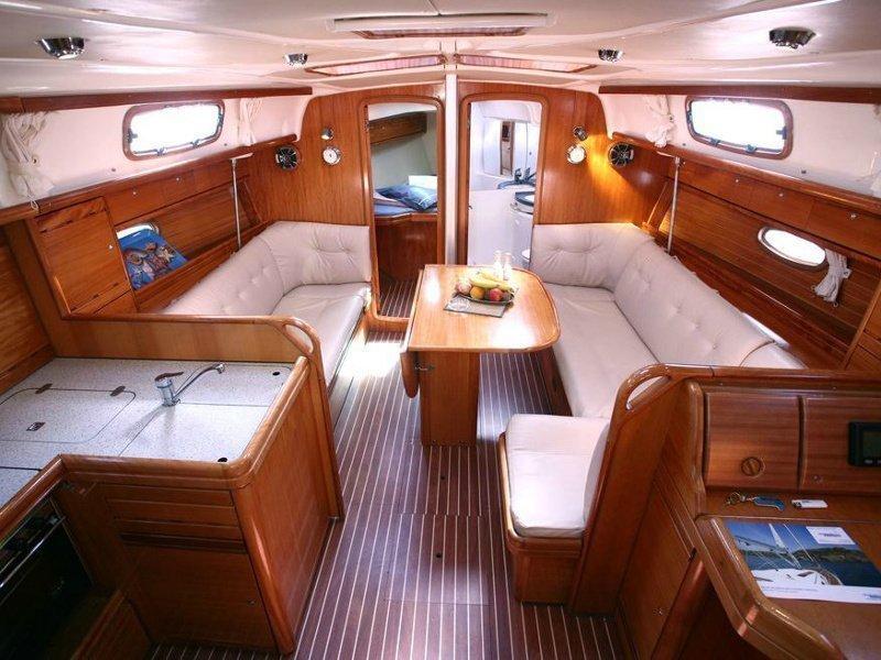 Bavaria 37 Cruiser (Cassiopeia) Interior image - 13