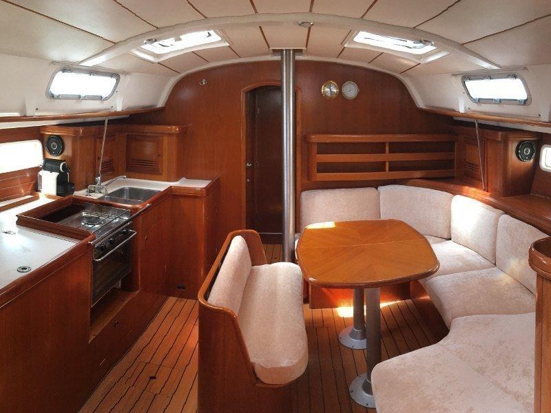 Oceanis 411 (Mica) Interior image - 4