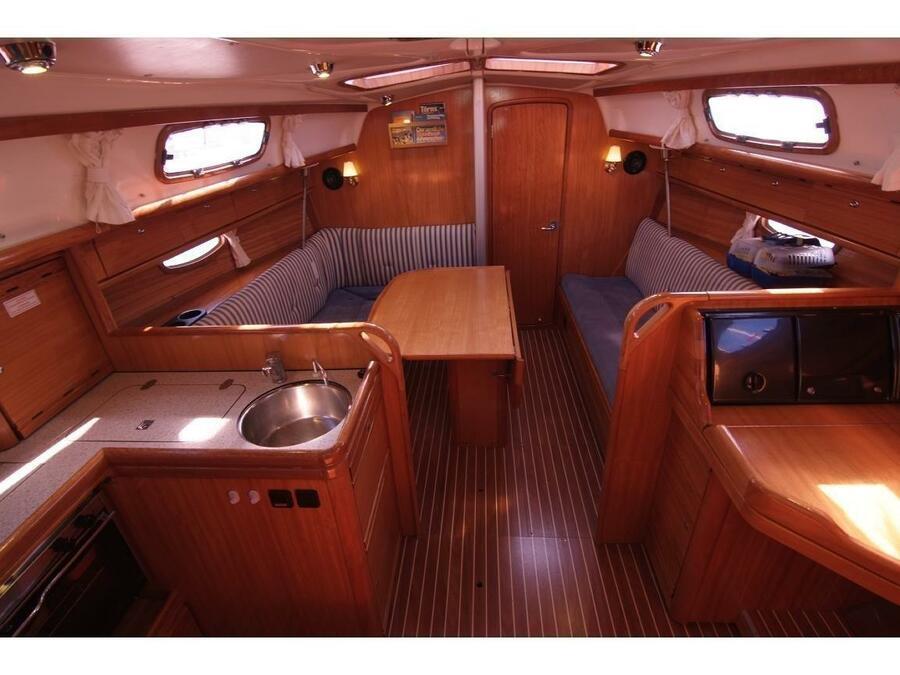 Bavaria 33 Cruiser (IDEFIX ) Interior image - 4