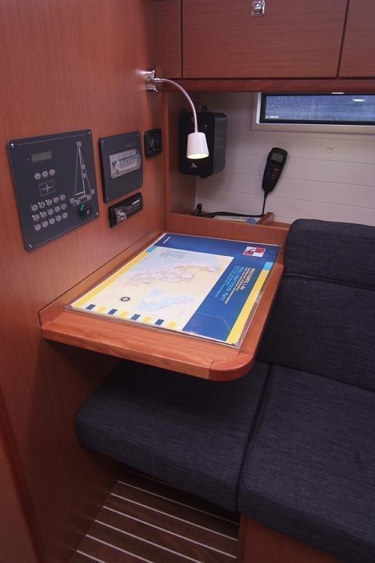 Bavaria Cruiser 37 (JUGO) Bavaria Cruiser 37 - Skipper's desk - 9