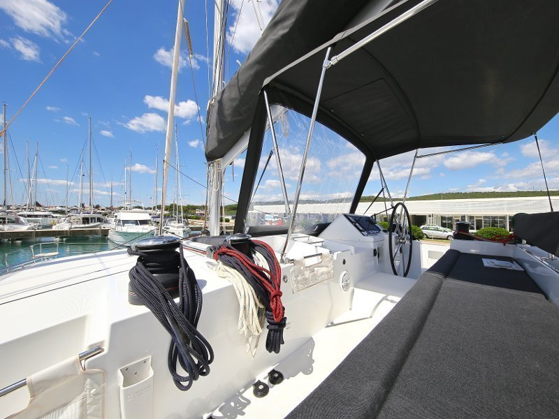 Lagoon 450 F (PRETTY ALICE AC all + generator + OB 20HP)  - 9