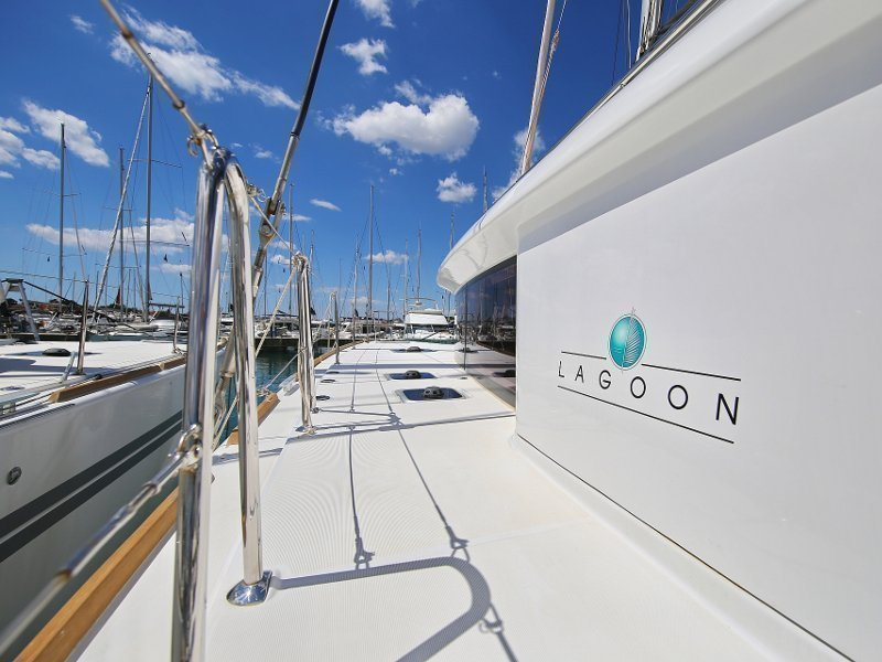 Lagoon 450 F (PRETTY ALICE AC all + generator + OB 20HP)  - 34