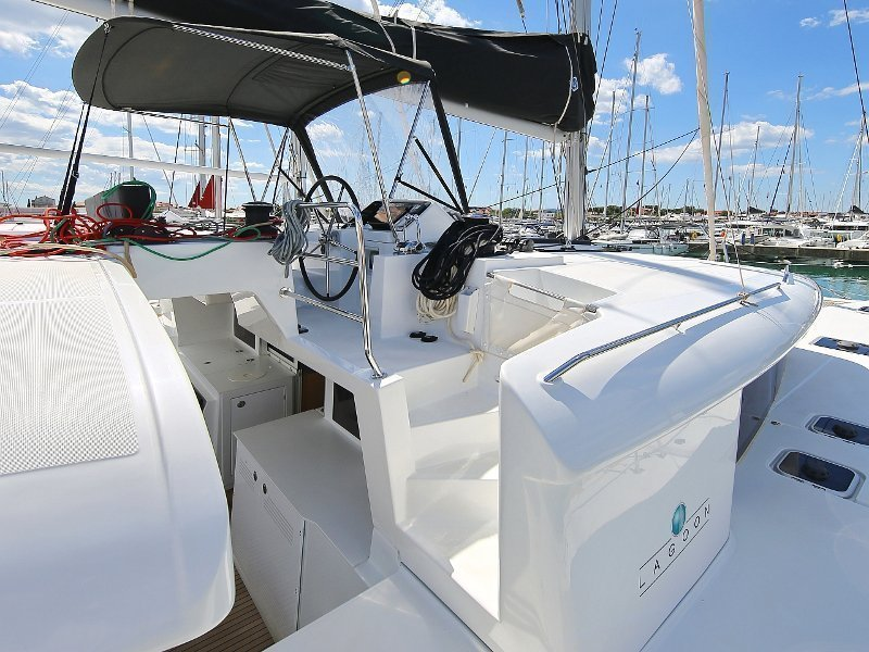 Lagoon 450 F (PRETTY ALICE AC all + generator + OB 20HP)  - 102