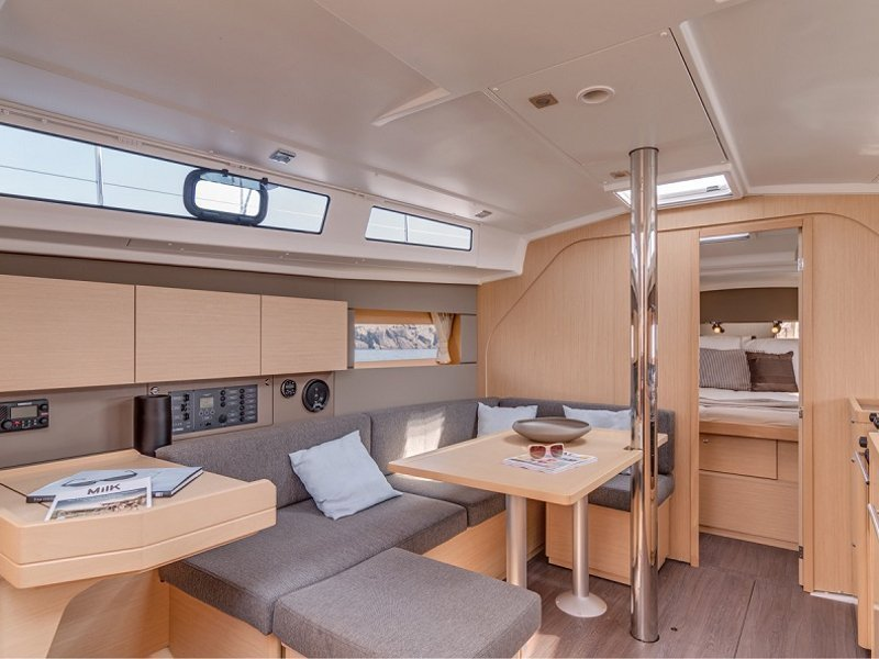 Sunsail 38 () Interior image - 2