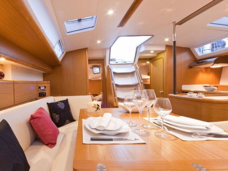 Sunsail 53 () Interior image - 1