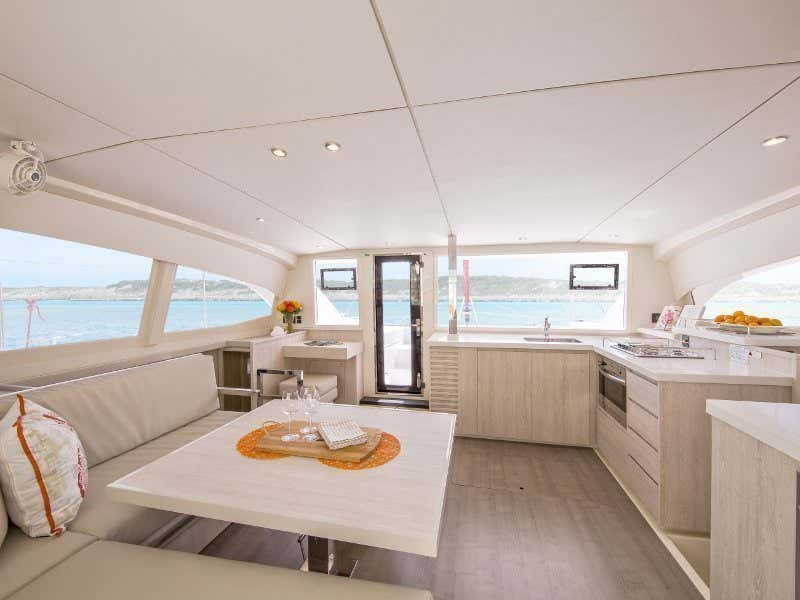 Sunsail 404 () Interior image - 1