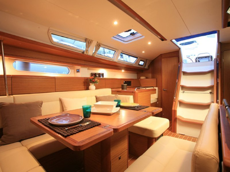 Sunsail 44i () Interior image - 8