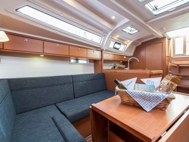 Bavaria 37 Cruiser (Astravi) Interior image - 7