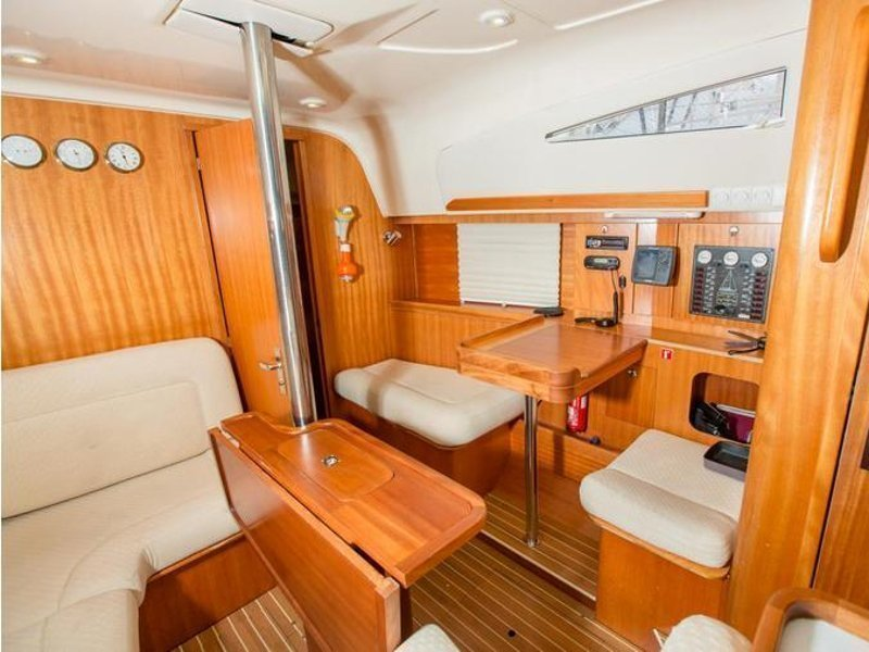 Elan 344 Impression (Martina II (sails 2015)) Interior image - 2