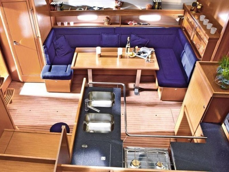 Bavaria 51 Cruiser (Lady Rose) Interior image - 10