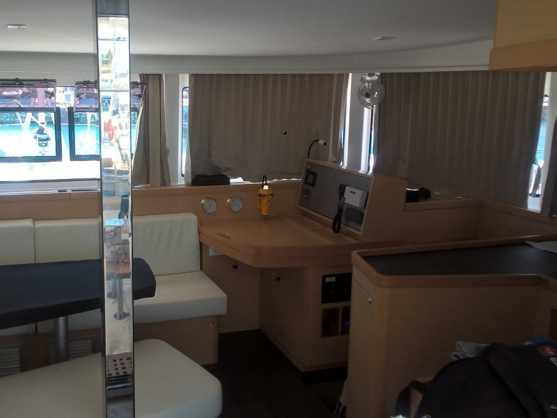 Lagoon 42 (Aeolian Breeze) Interior image - 4