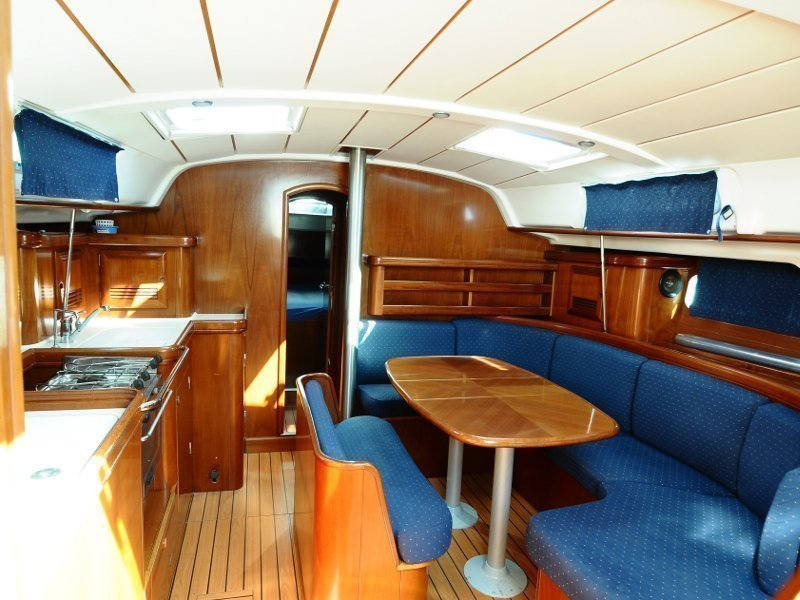 Oceanis 411 (Hamal) Interior image - 3