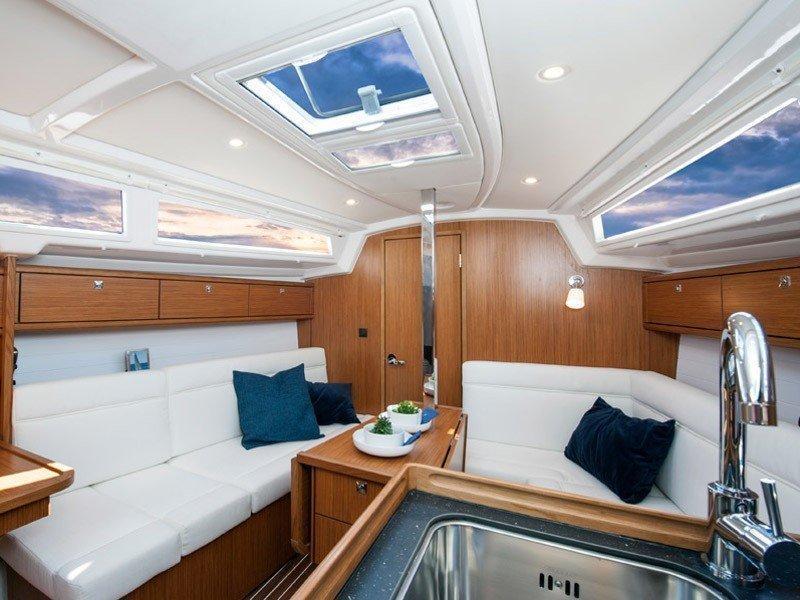 Bavaria Cruiser 33 (HOMEOFFICE) Interior image - 14